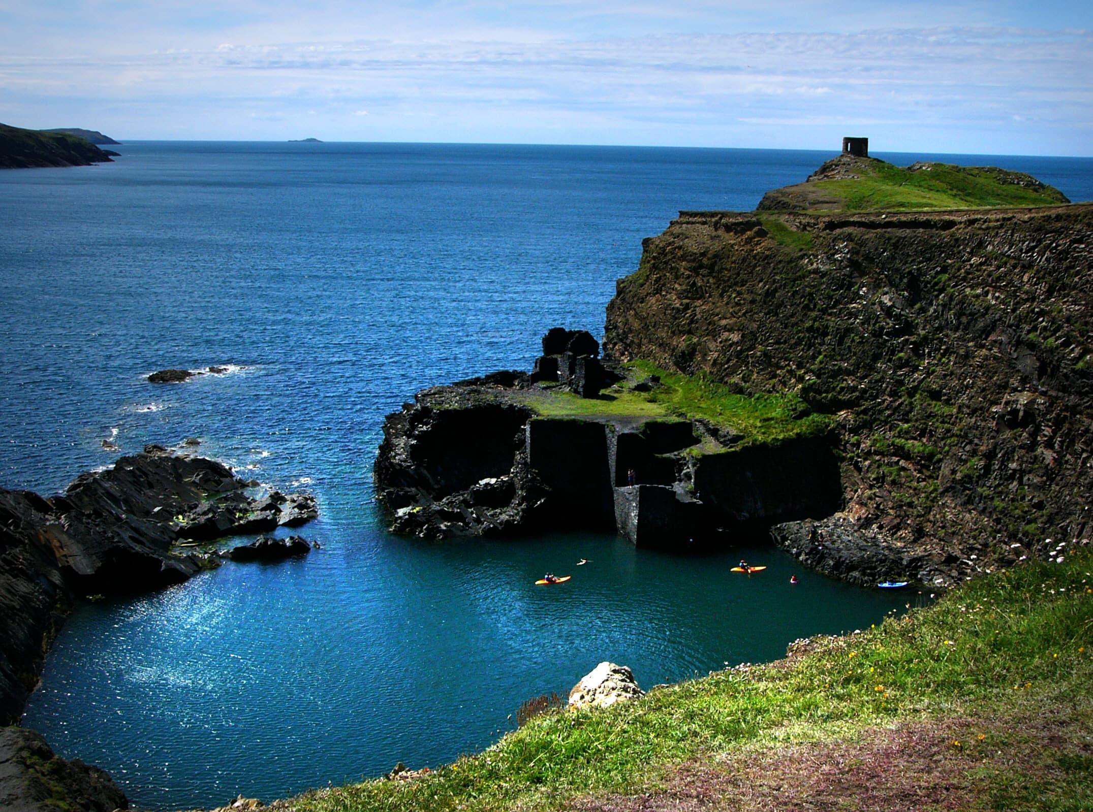 Pembrokeshire_blue_lagoon_abereiddi